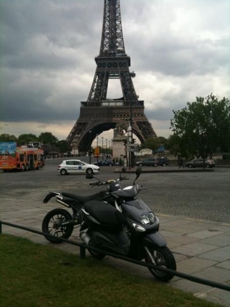 regarder la tour effeil ( pas le scooter ! mdr )