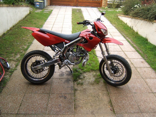 Entretien partie cycle derbi hexa moto for Peindre a la bombe carenage moto